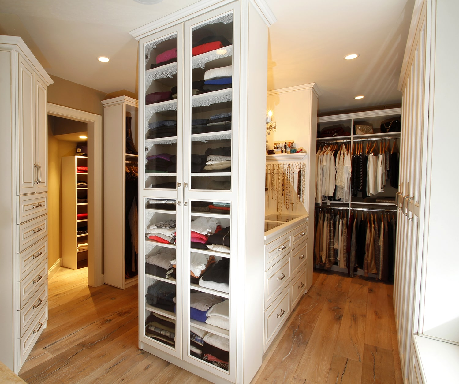 Walk-in Closets   Hanging & Folded Clothes, Shoe Storage ...
